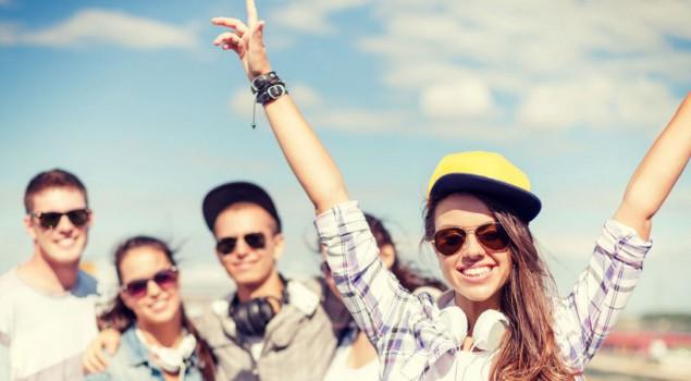 teenagers hanging out - Ybrant WordPress Theme